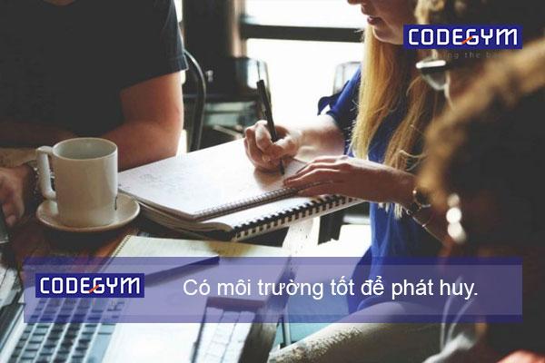 hoc-sinh-cap-3-co-hoc-duoc-coding-bootcamp-khong-1